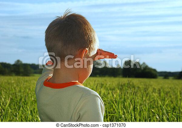 menino, olhando jovem, campo, verde, horizonte, sonhar, feliz - csp1371070