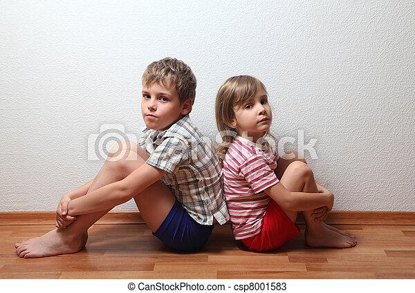 menino sentando, costas, pensativo, lar, menina, roupas - csp8001583