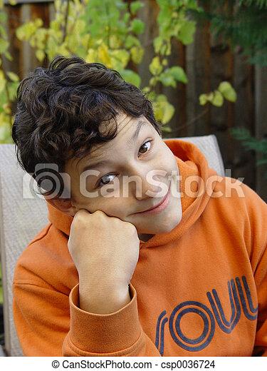 menino, sorrindo - csp0036724