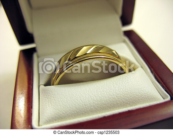 Mens Wedding Band - csp1235503