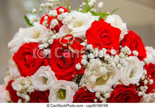 Mensonge Or Bouquet Anneaux Deux Roses Mariage Blanc Rouge
