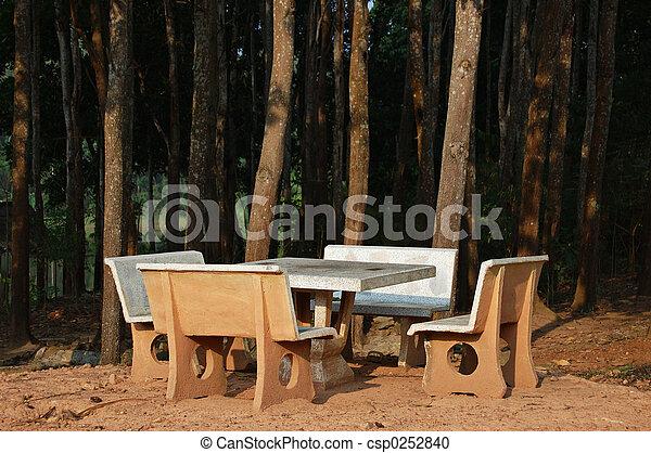 Una mesa de picnic - csp0252840