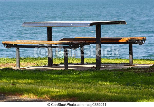 Una mesa de picnic - csp0889941