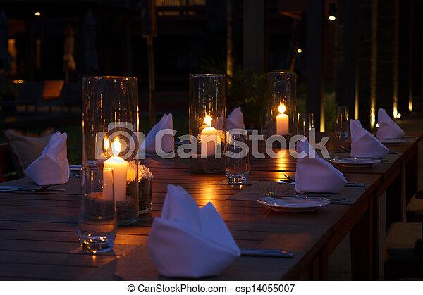 Mesa de restaurantes al aire libre - csp14055007
