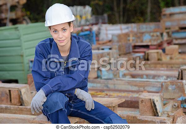 Trabajador de reciclaje de metal - csp52502079