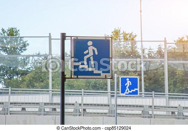 metro, debajo, señales, -, dos, empalme, city., camino, passage., peatones - csp85129024
