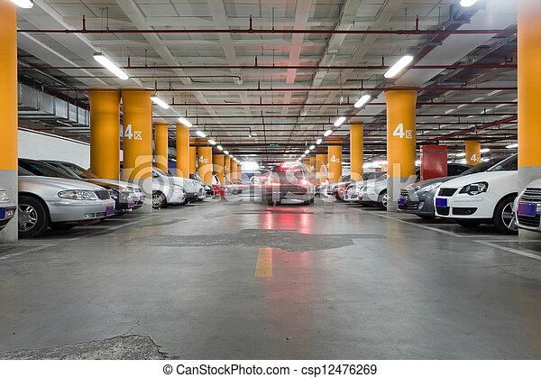 Estacionamiento, interio subterráneo - csp12476269