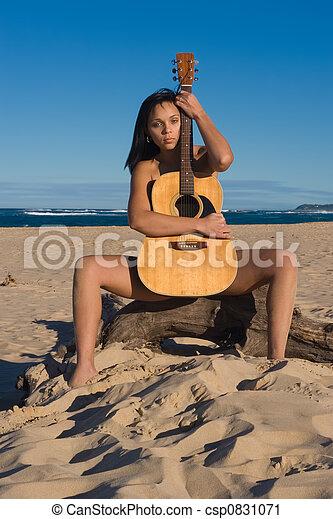 tizenévesek egy meztelen tengerparton