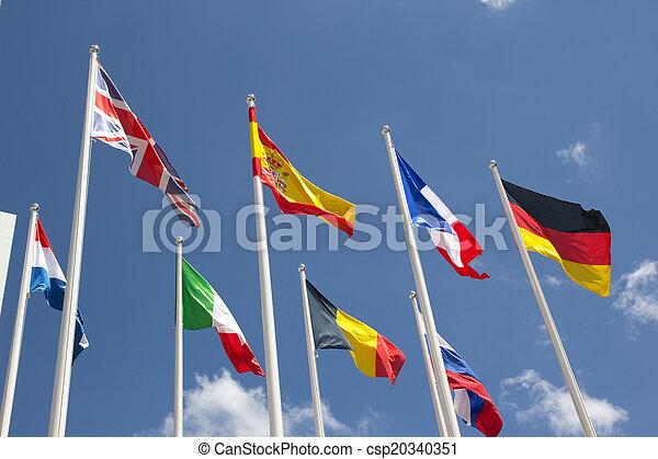 międzynarodowe bandery - csp20340351