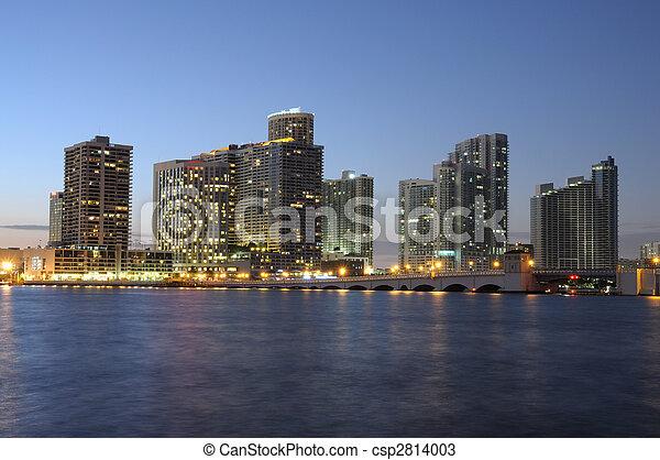 De noche en Miami, Florida USA - csp2814003