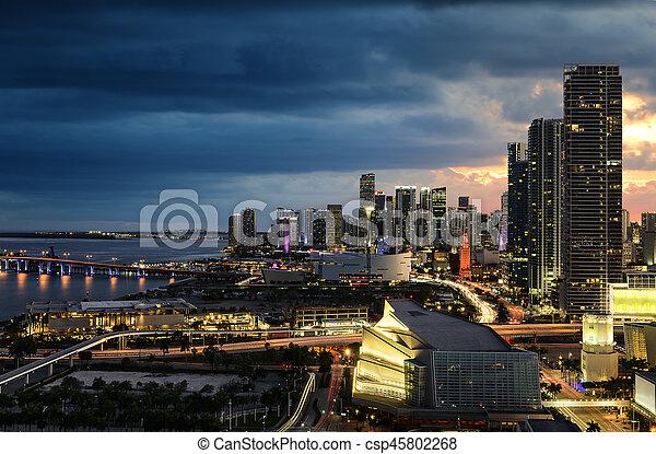 Miami en el centro por la noche - csp45802268
