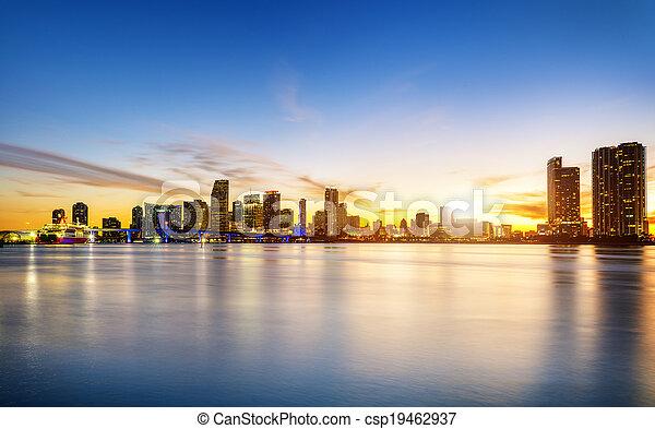 Miami City por la noche - csp19462937