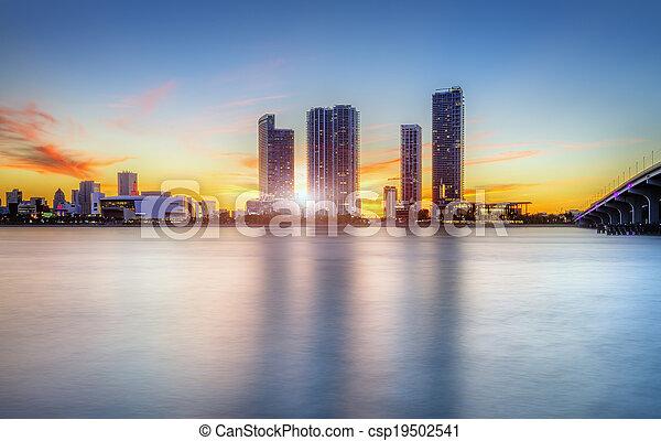 Miami City por la noche - csp19502541