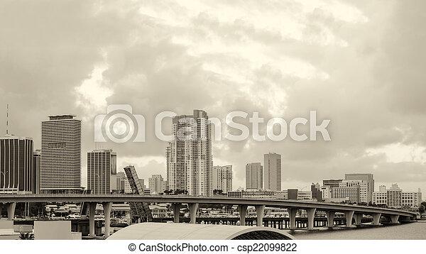 El horizonte de Miami en una hermosa mañana - csp22099822