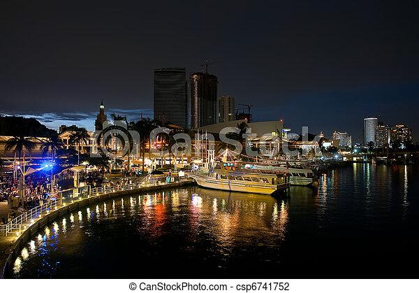 Miami por la noche - csp6741752