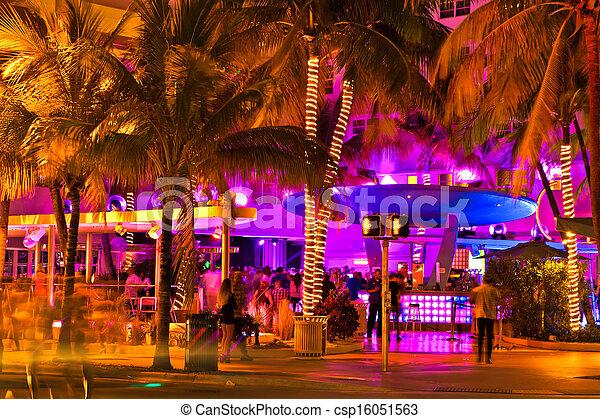 La escena del paseo marítimo por la noche, Miami - csp16051563