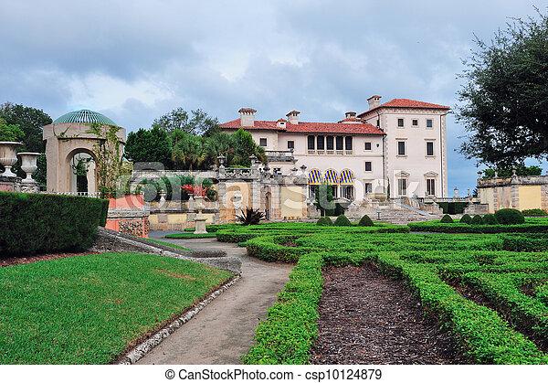 Miami vizcaya museum garden view.