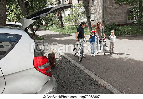 miasto, bicycles, ulica., rodzina - csp70062807