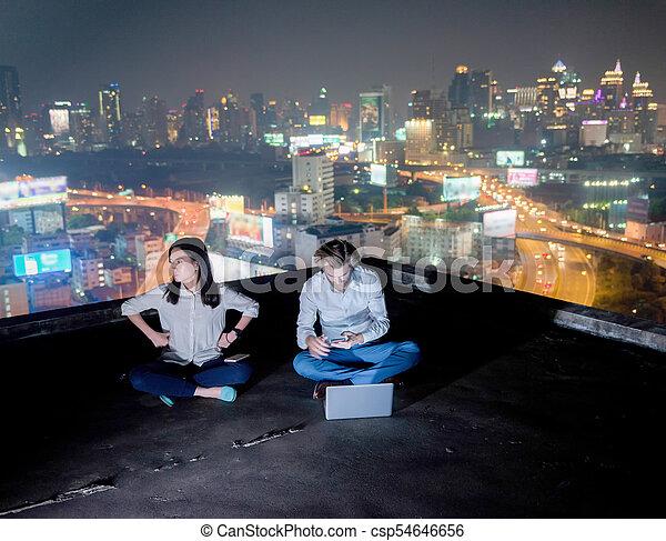 miasto, grupa, handlowy, pracujące ludzie, para, noc, tło, inny, każdy, nie, poddasze, zainteresowany, mglisto - csp54646656