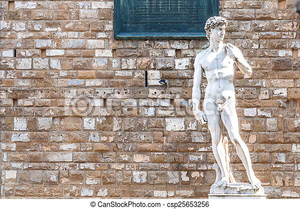 David por Miguel Replicante estatua en Florencia - csp25653256