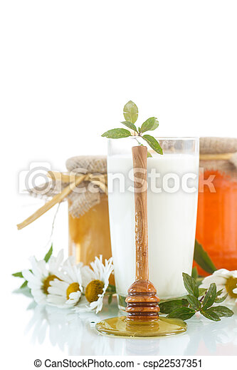 Leche con miel - csp22537351