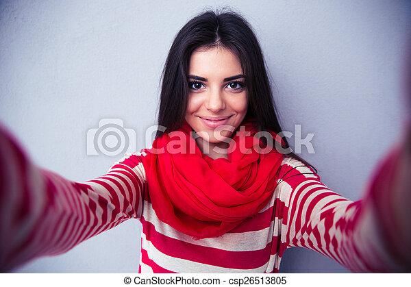 mignon, femme, gris, selfie, fond, confection, sur - csp26513805