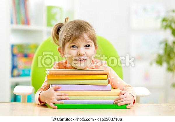 mignon, girl, livres, gosse, preschooler - csp23037186