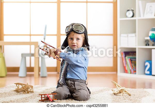 images de mignon jouet pilot gar on tre r ver avions enfant csp43255881. Black Bedroom Furniture Sets. Home Design Ideas