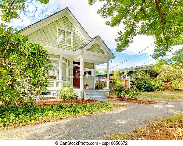 mignon, maison, petit, américain, vert, white., artisan, wth - csp10650672