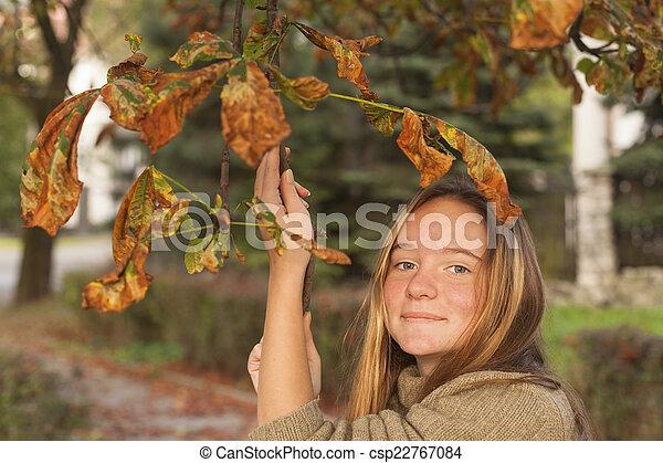mignon, parc, jeune, automne, portrait, girl - csp22767084