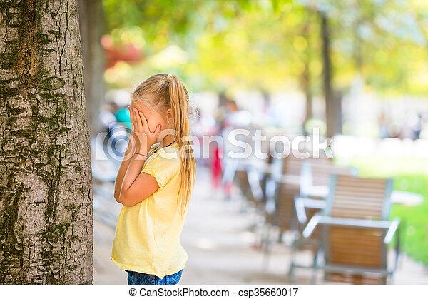 mignon, peau, paris, arbre, girl, chercher, jouer - csp35660017