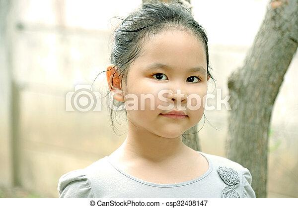 mignon, peu, ensoleillé, parc, girl, jour - csp32408147