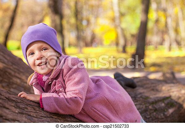 mignon, peu, extérieur, ensoleillé, parc, automne, girl, jour - csp21502733