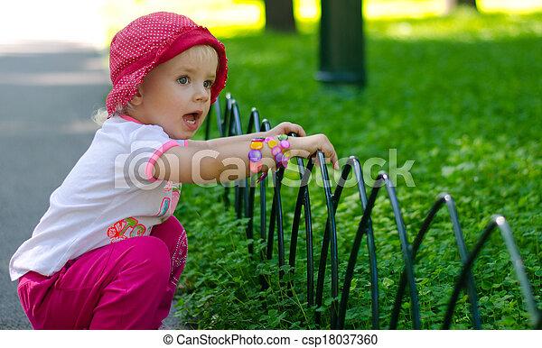 mignon, peu, extérieur, girl, parc - csp18037360
