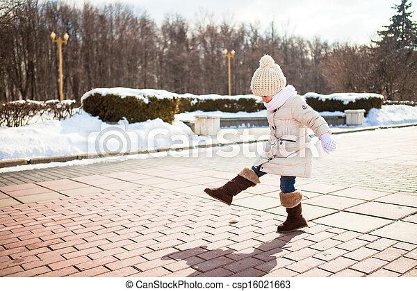 mignon, peu, hiver, dehors, ensoleillé, promenades, girl, jour - csp16021663