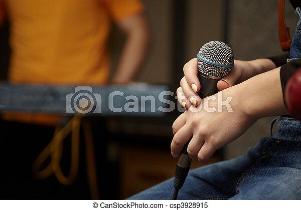 mikrophon, girl., fokus, hand, spieler, tastatur, sänger, heraus - csp3928915