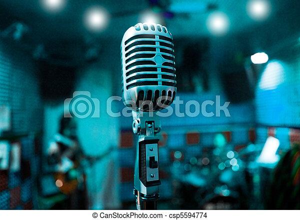 mikrophon, musiker - csp5594774