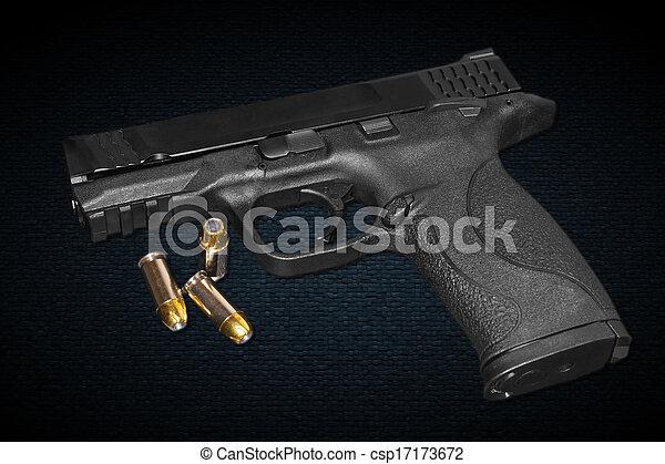 Una pistola de calibre 45 mm - csp17173672