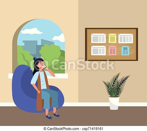 Estudiante de Millennial sentado en la sala de espera - csp71419161