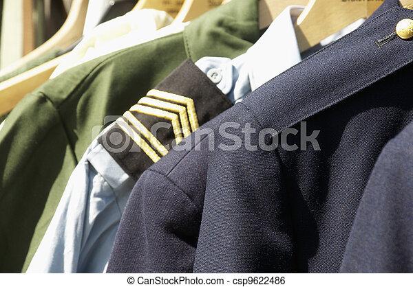 militärische uniformen - csp9622486