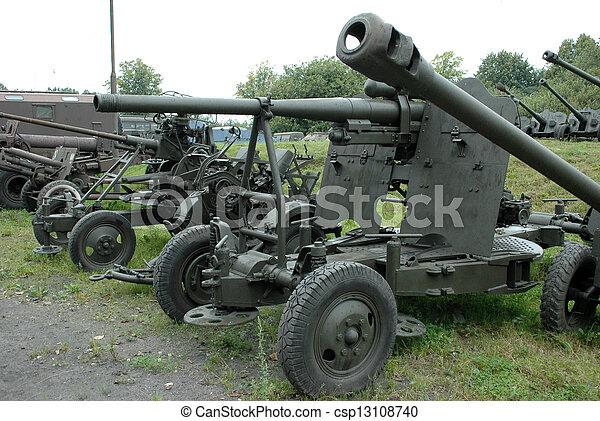 militärisches fahrzeug - csp13108740