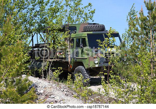 militärisches fahrzeug - csp18787144
