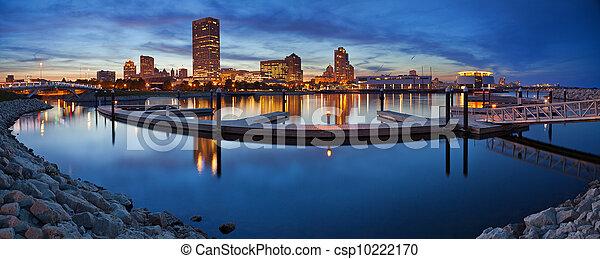Milwaukee  Panorama. - csp10222170