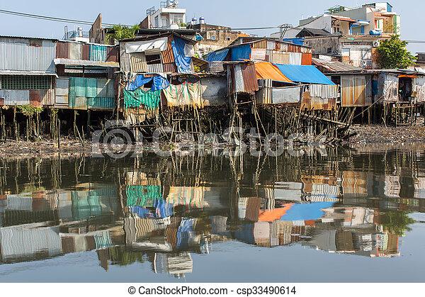 Slums en la ciudad ho chi minh. Vietnam. - csp33490614