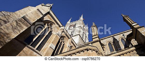Mirando hacia la catedral de Southwark - csp9786270