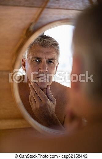 miroir, homme, regarder, petite maison - csp62158443
