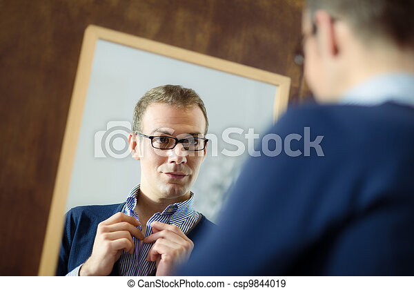 miroir, jeune, haut, regarder, assaisonnement, homme - csp9844019