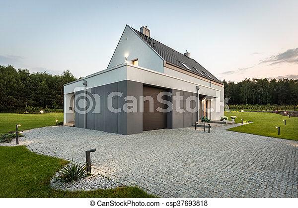 Mischling, Moderne Architektur, Natur   Csp37693818