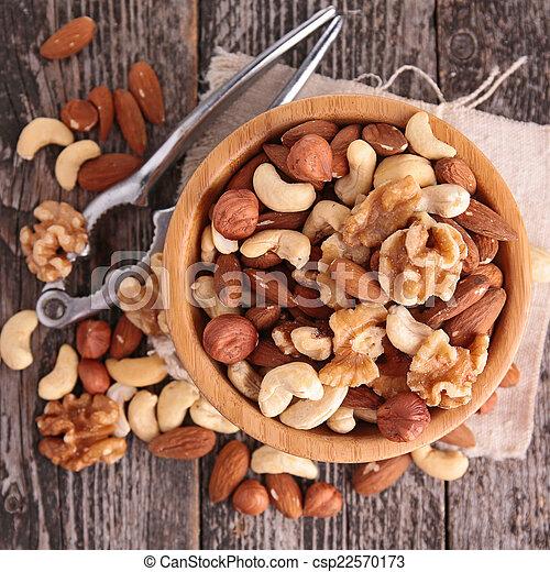 Mische Nüsse - csp22570173