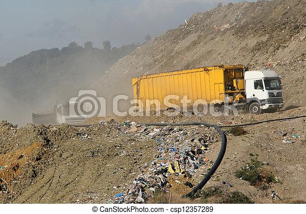 mise en décharge, camions, site, déchets - csp12357289
